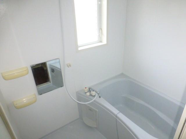 窓があり換気の良い浴室