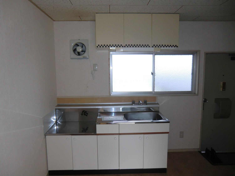 【キッチン】窓付明るいキッチンです