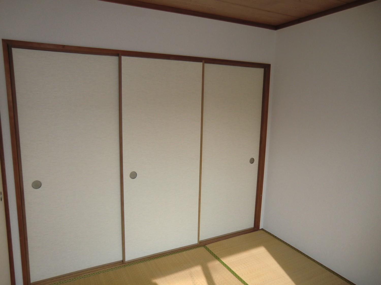 【押入】和室4.5帖の3枚襖の収納です