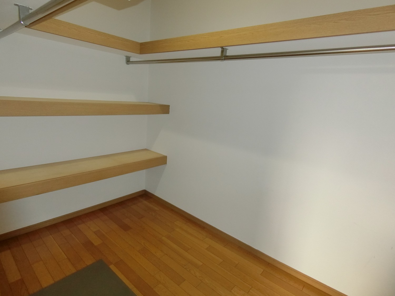 1階 洋室のウォークインクロゼット
