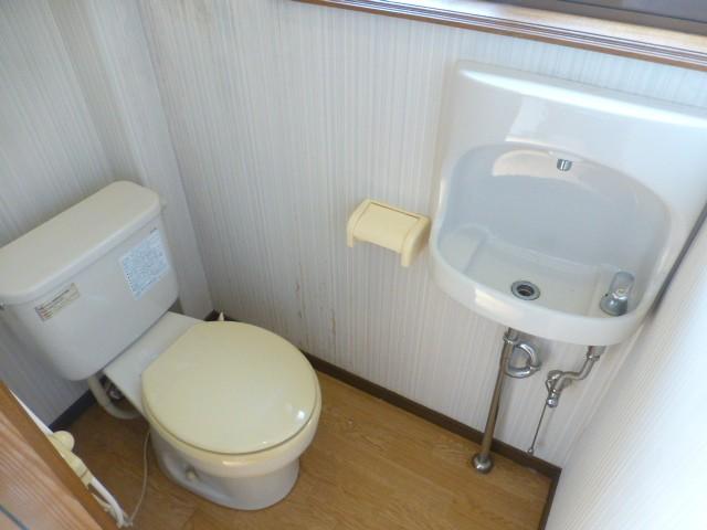 1階 手洗器・窓