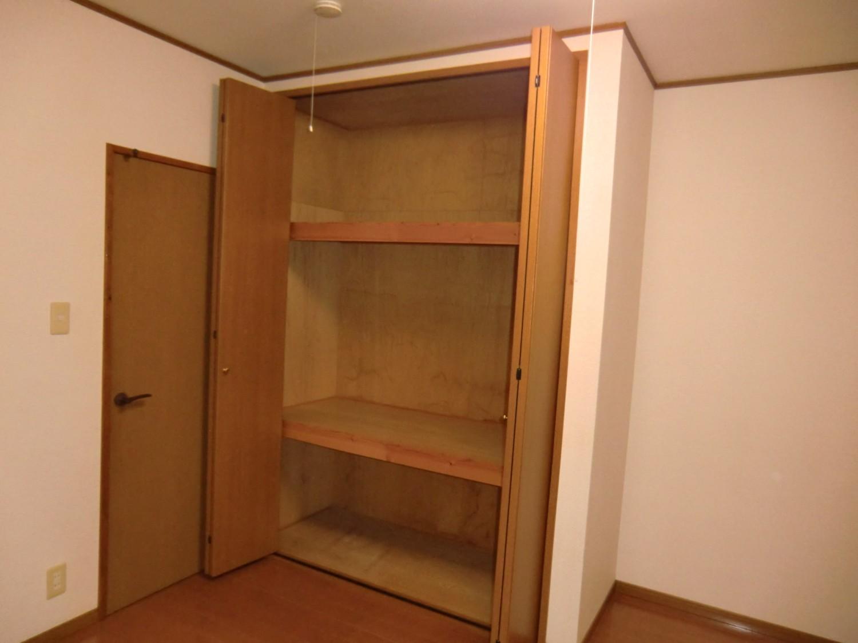 洋室C 3分割で寝具の収納等に便利です