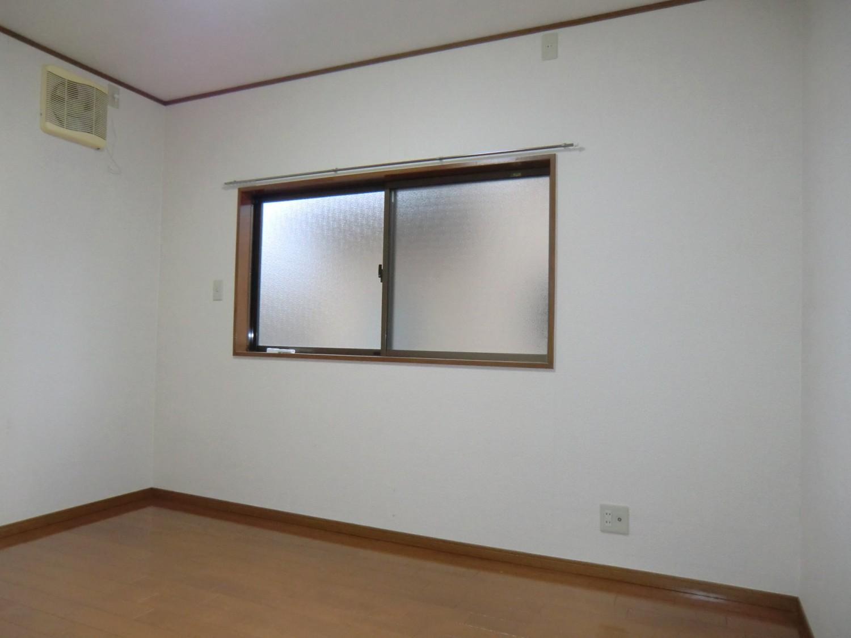 洋室C 南向きの窓があり明るいお部屋です