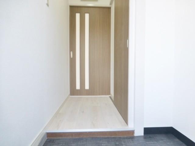 玄関と廊下が独立したタイプの間取りです。来客時にお部屋や水廻りが見えてしまう心配もないですよ♪