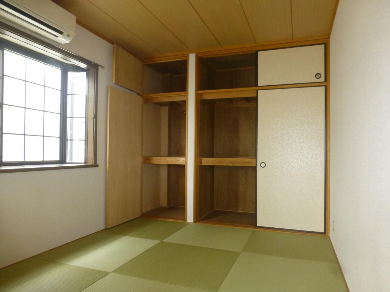 一面収納で寝具もたっぷり収納できます