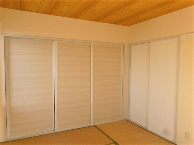 和室には押入れがあり収納にも配慮したお部屋となっております。