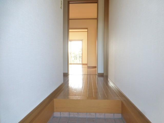 急な来客時でも、玄関からお部屋が見えないので安心ですね♪