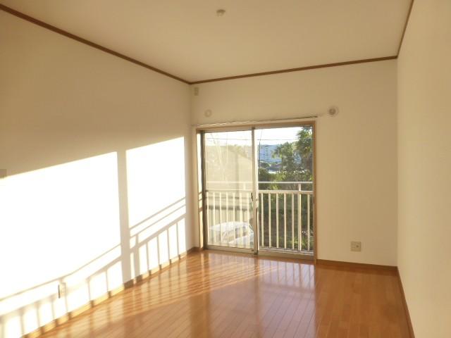 洋室2 陽当り良好で、明るいお部屋です♪