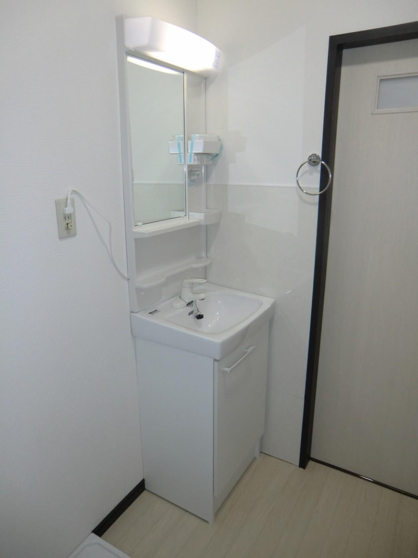 室内に洗濯機置場もあります