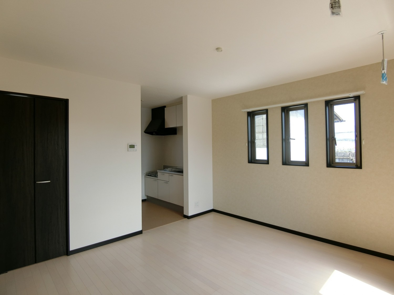 キッチンが独立しており、お部屋との空間が分けられますね