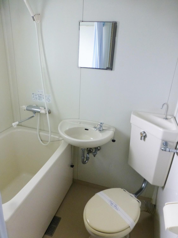 窓付きのバス&トイレ