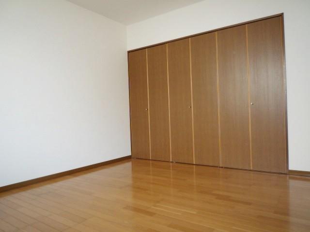 玄関側洋室 大きなクローゼット!