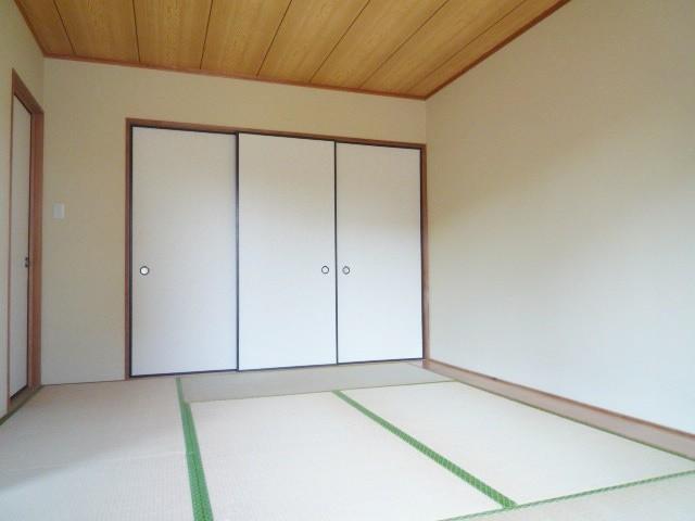 落ち着いた雰囲気の明るい和室