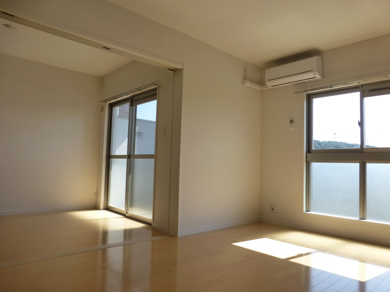 お部屋が隣接しており、空間を広く使うこともできます