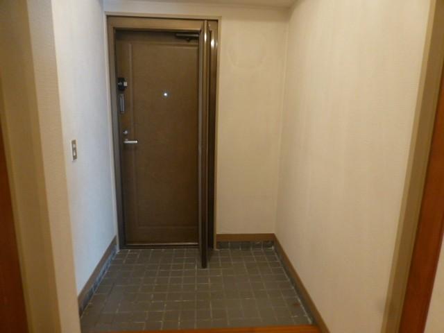 玄関…網戸も付いています。
