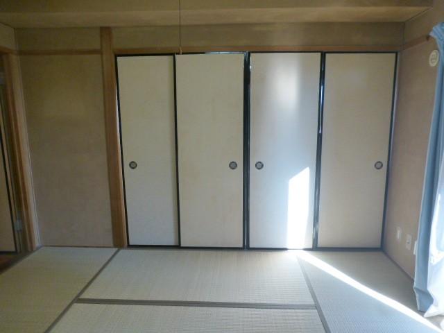 和室1(襖の奥に和室があります)