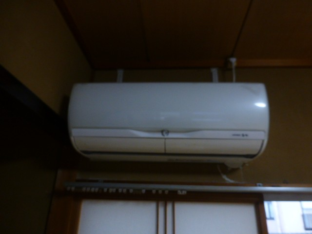 エアコンはサービス設置になります。