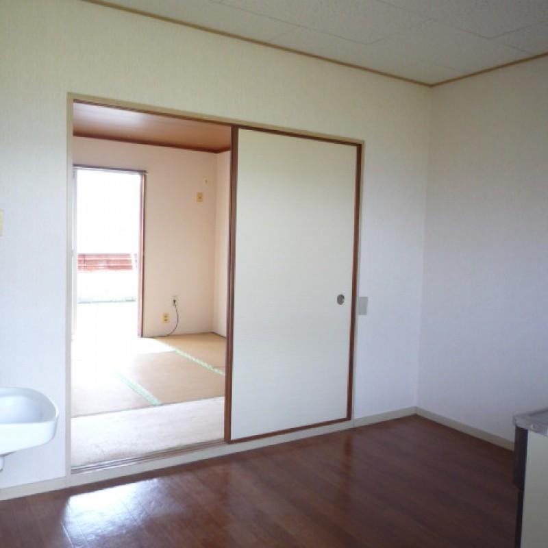 キッチン→和室6帖へつながります
