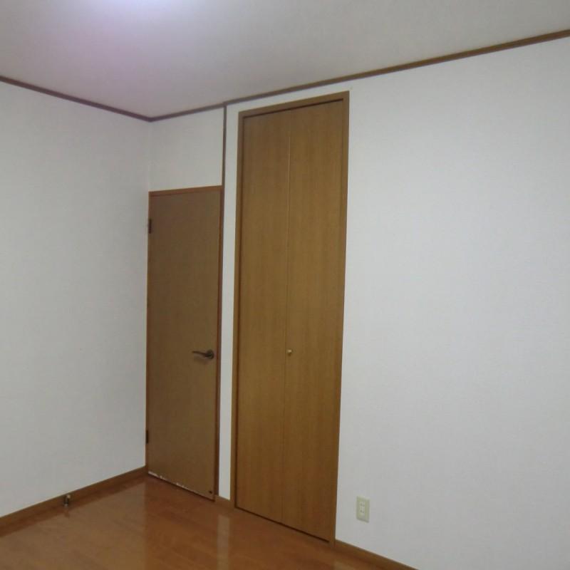 洋室B 入口と収納です