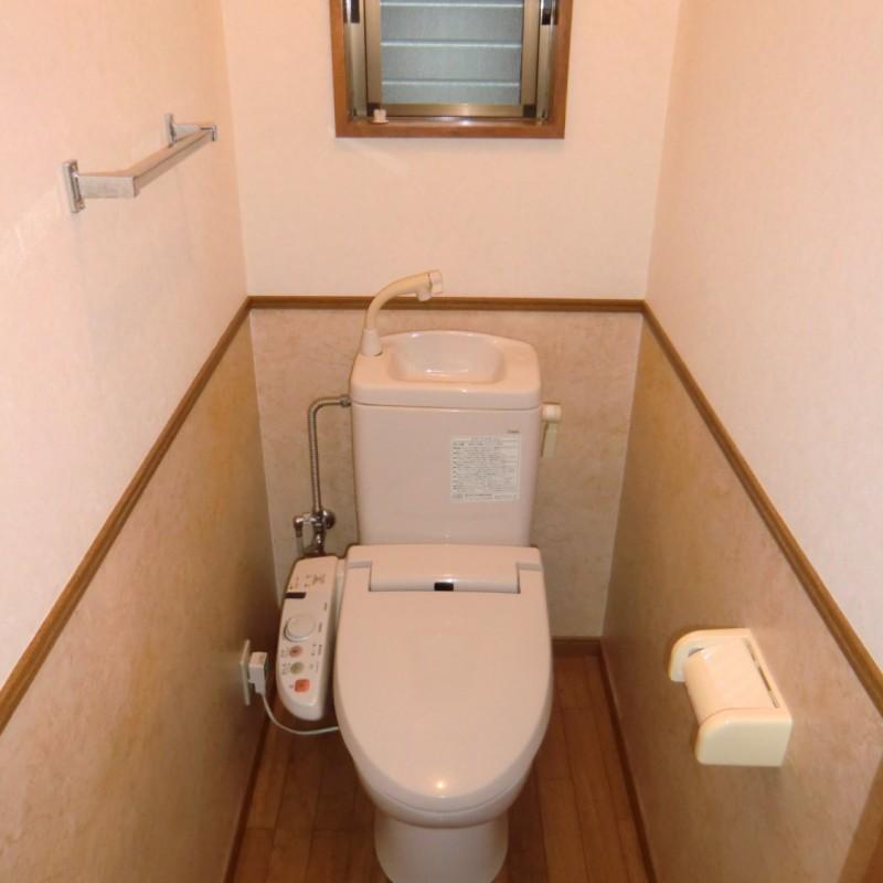 温水洗浄便座の簡易水洗トイレです