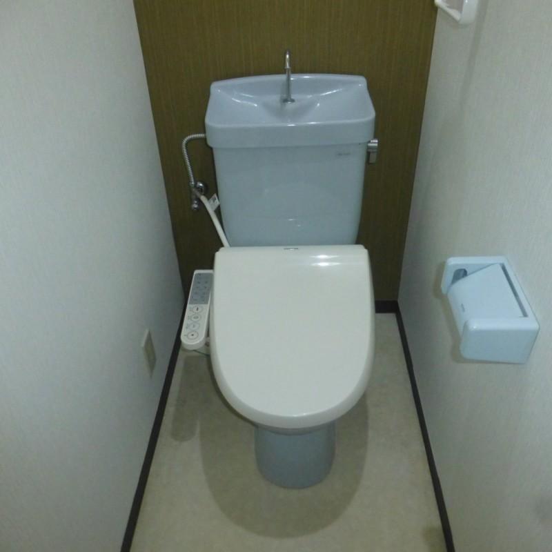 温水洗浄便座付きのお手洗いです