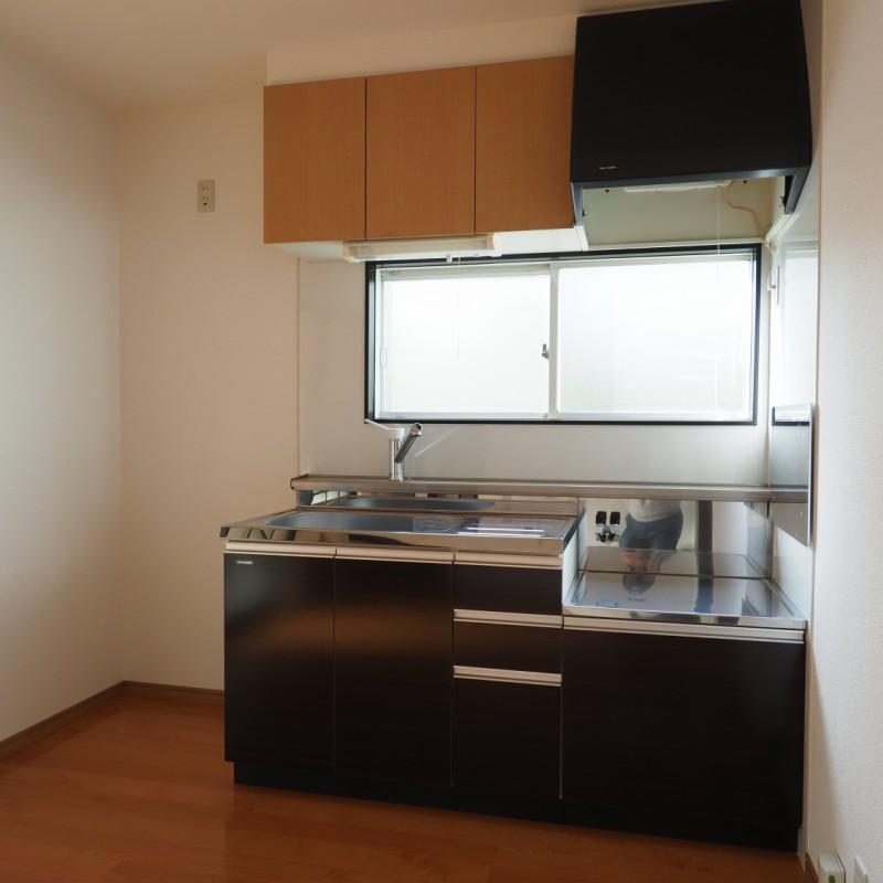 キッチンが壁側にまとまっているので、お部屋を広く使えます♪