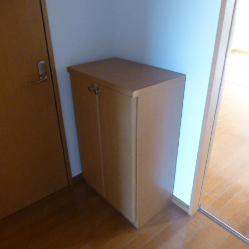☆シューズボックス完備☆棚上に飾り物も置けます♪