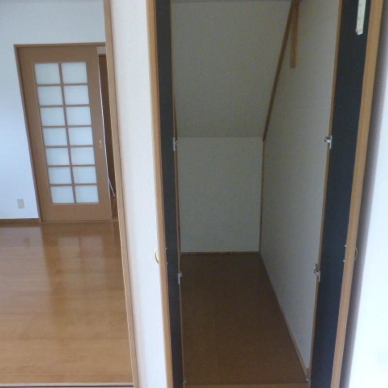 空きスペースを利用した階段下収納