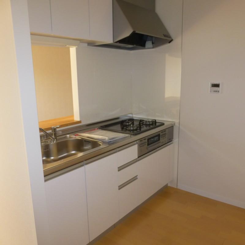 フラットなキッチンパネルは、お掃除しやすくてGood!