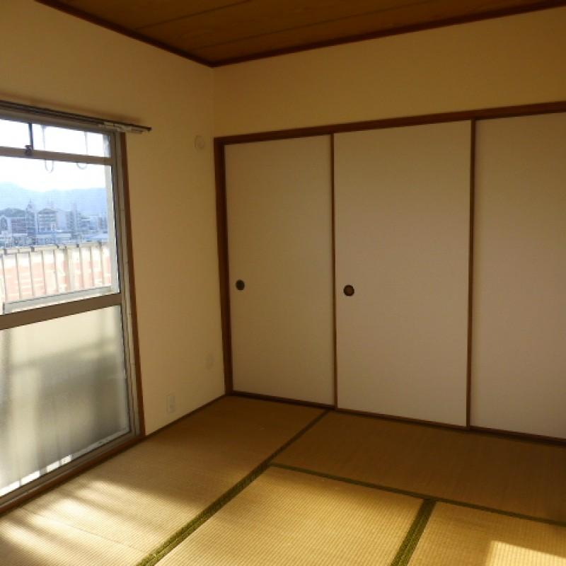 寝転んだり家族のリラックススペースでも寝室としても快適な和室です。
