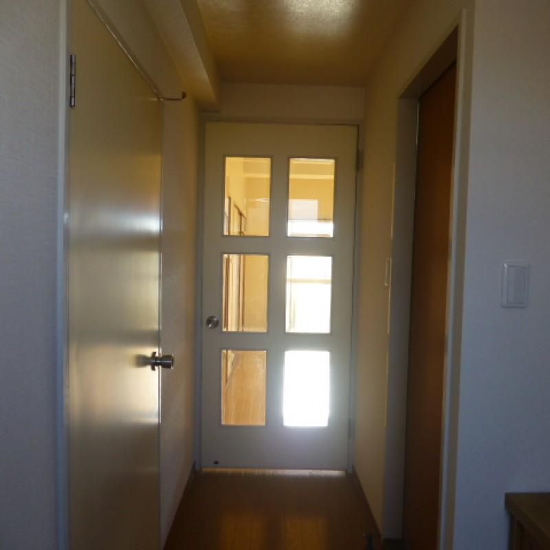 玄関から室内が見えにくくなってるので急な来客にも対応できます!