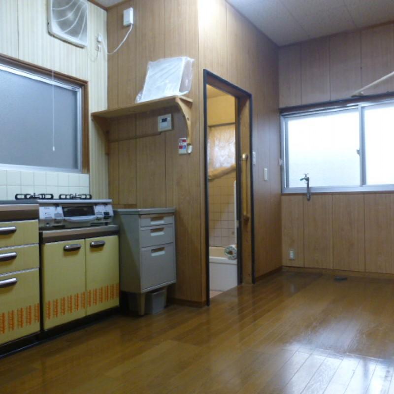 ダイニングキッチンには窓もあります。