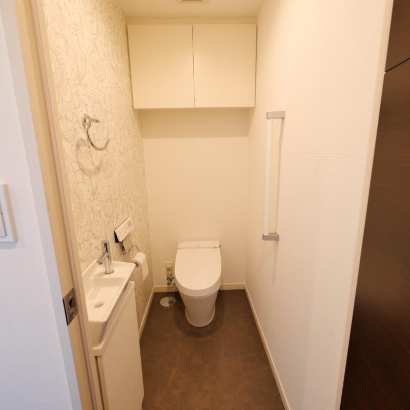 トイレ(自動開閉付便座)