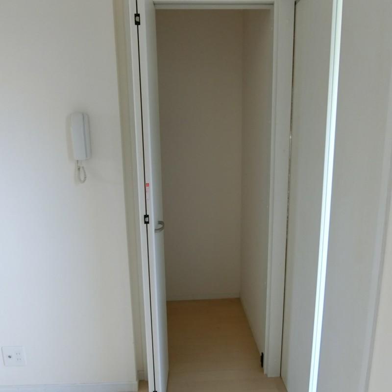 玄関横にも便利な収納があります