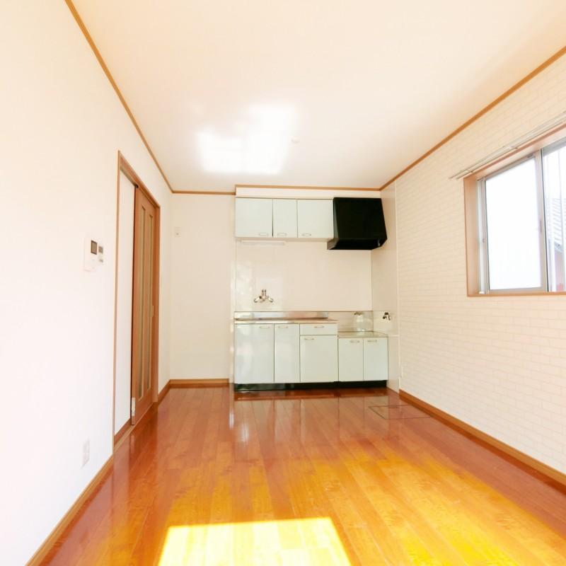 キッチンスペースが奥の壁際にまとまっておりリビングスペースがゆったり取れます。