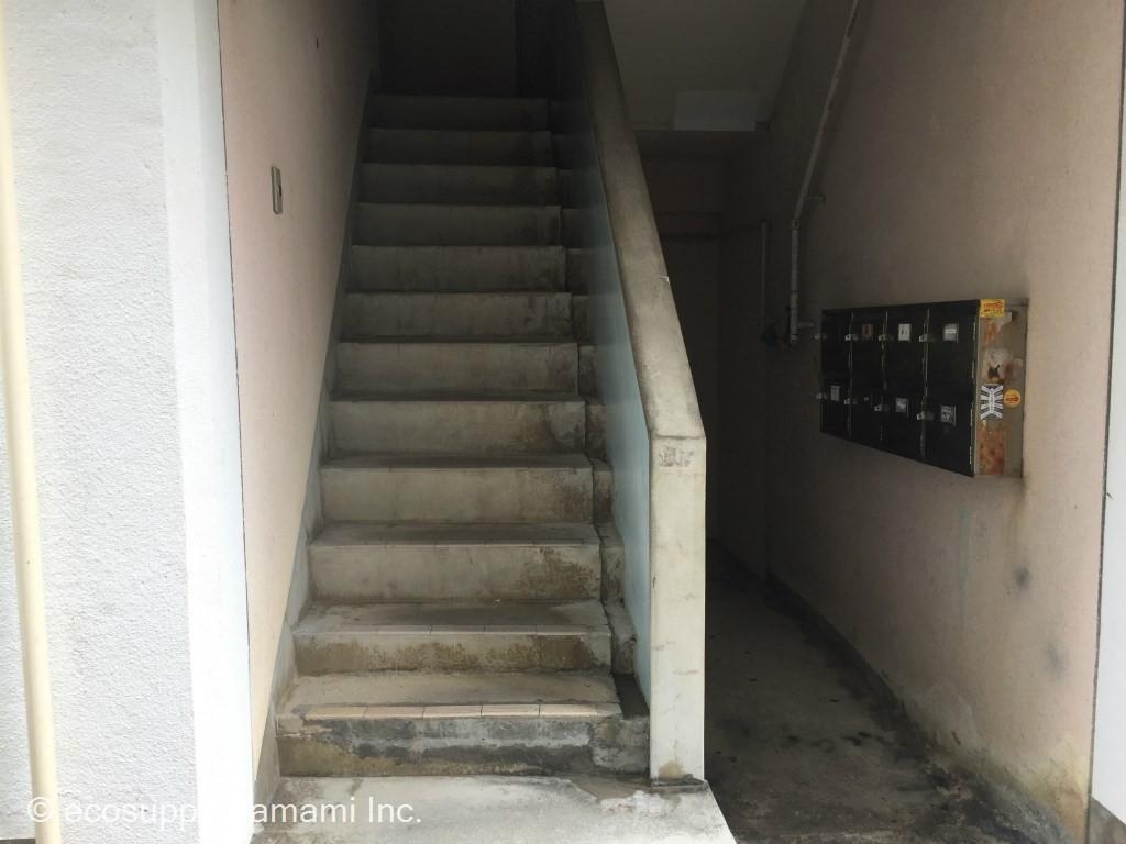 1F入口・階段