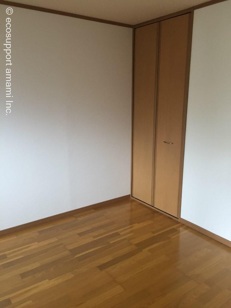 玄関側洋室