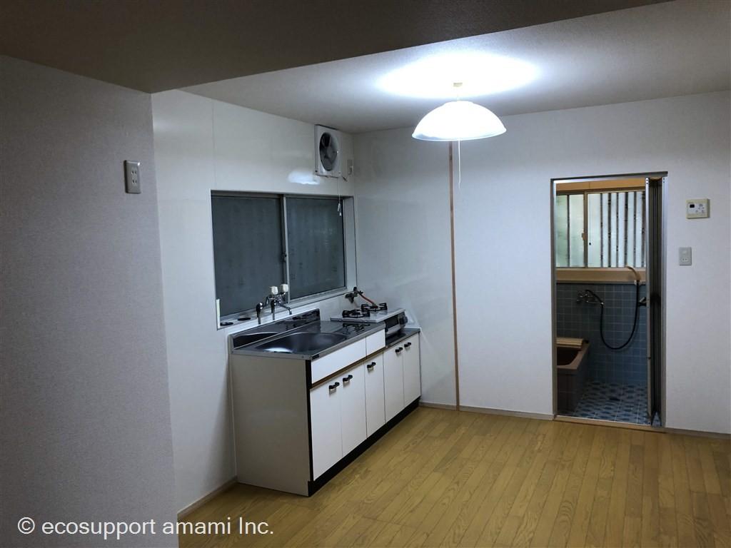 内観-キッチン・浴室
