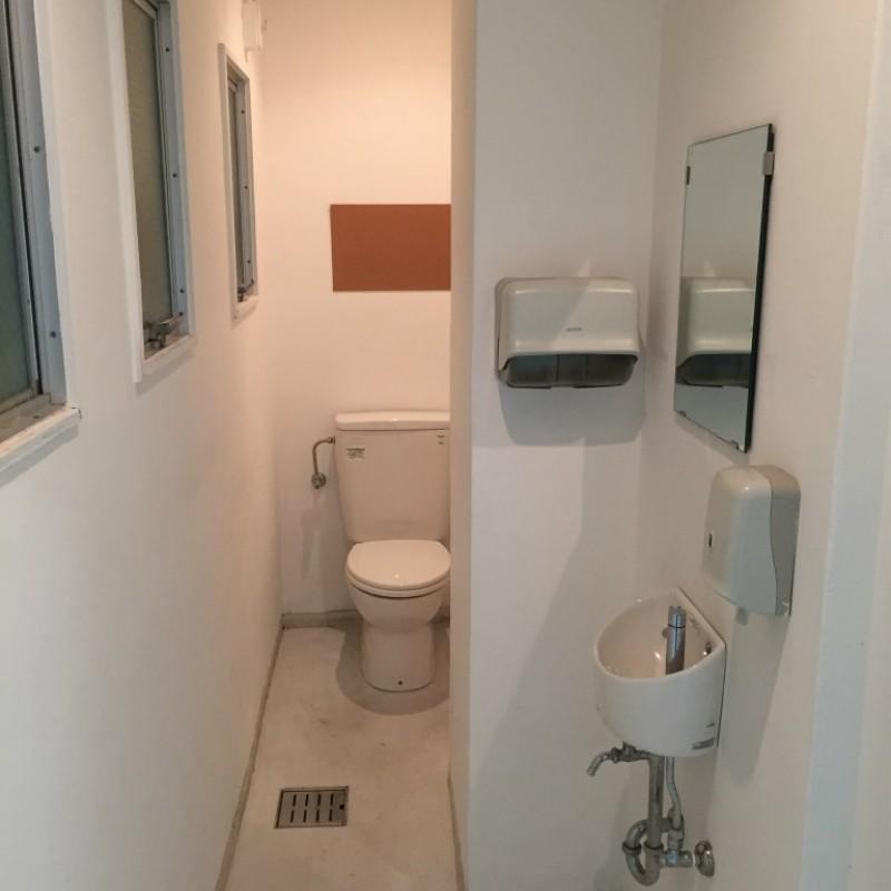 1F店舗用トイレ