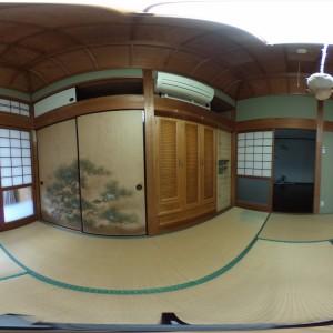 和室(西側)より