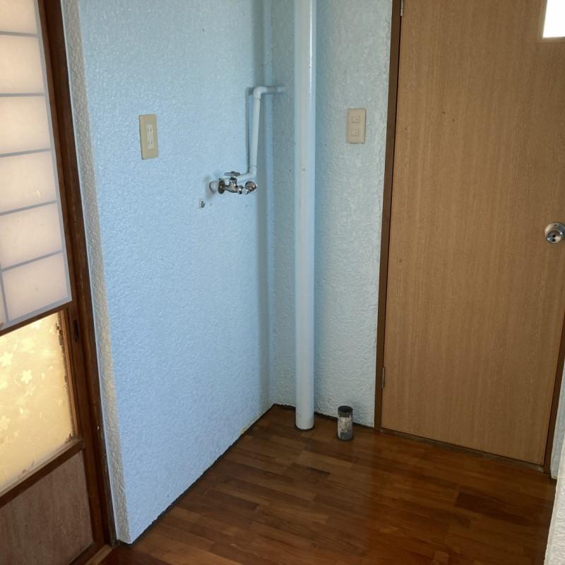 洗濯機置場はトイレ前部分になります。