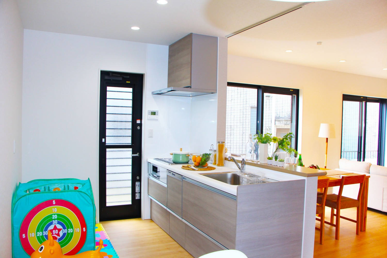 落ち着いた色調のキッチン