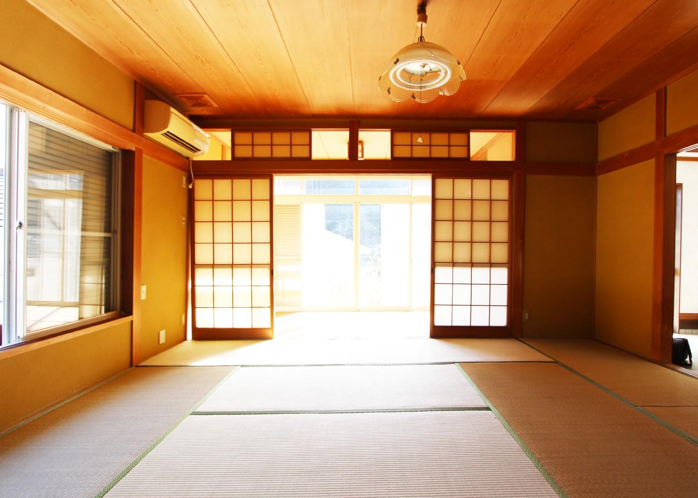 広々した和室。 明るい陽射しが入りこみます。