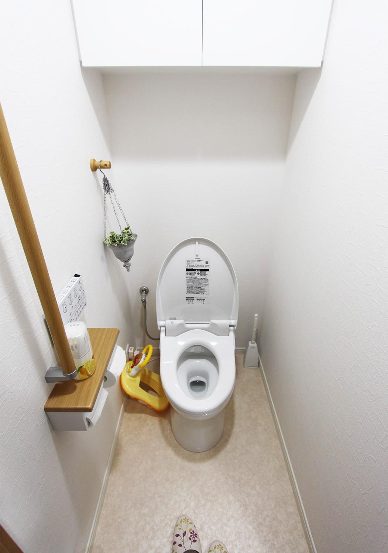 トイレも新品に交換♪ 収納や手すりも設置され、将来的にも安心して利用できます。
