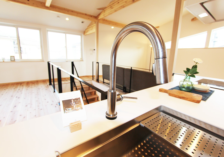 デルタのタッチ水栓。 どこを触っても静電気で水が流れます。