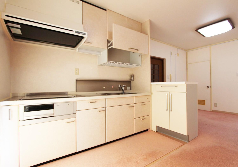 オール電化のキッチン。 キッチン横にもベランダがあります♪