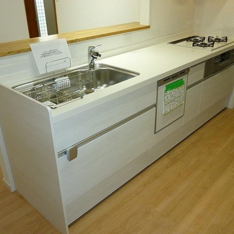 食洗器付きのシステムキッチン