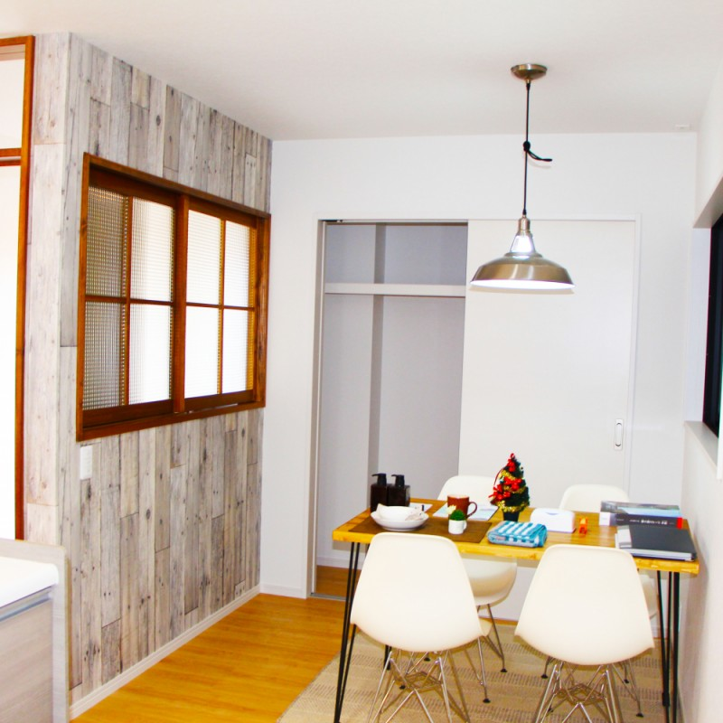 お子様の勉強やちょっとした作業にも使える便利なキッチン右手スペース