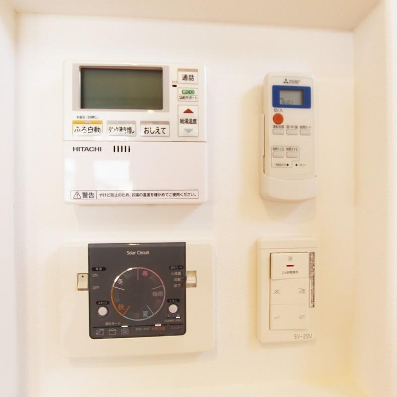 追い炊きや空調等のリモコンも一カ所にあり、スッキリ且つ効率的♪