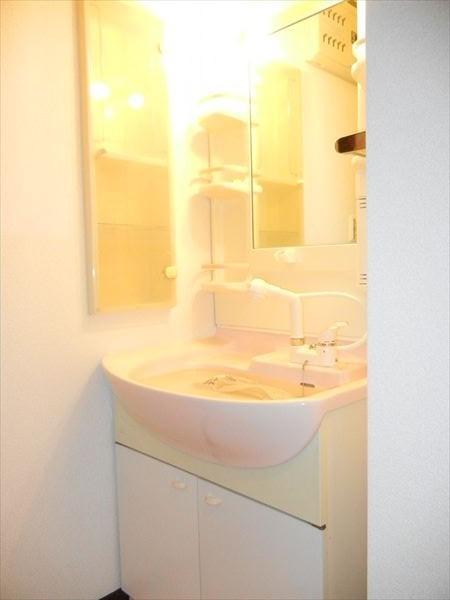 ピカピカの洗面台は収納もバッチリです。